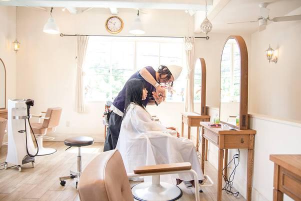 """พาไปดู """"ร้านตัดผม"""" ในญี่ปุ่น"""