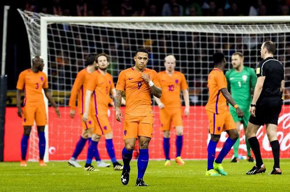 เนเธอร์แลนด์ส ฟอร์มหล่นวูบ