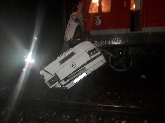 สลด! รถไฟชนรถบัสคาทางข้ามในรัสเซีย ดับแล้ว 19 ศพ