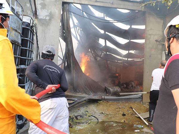 สารเคมีในโกดังที่บ้านพรุหาดใหญ่เกิดระเบิดขึ้น ทำไฟลุกไหม้โครงสร้างเสียหายทั้งหลัง