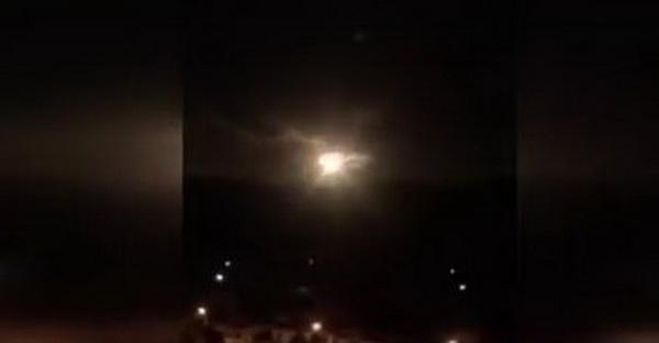 ชาวยูนนานตื่น ลูกไฟประหลาดสว่างวาบกลางฟ้าคืนไหว้พระจันทร์ (ชมคลิป)