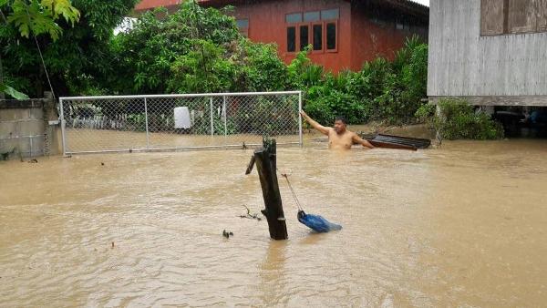 """""""เมืองเถิน""""ยังจมบาดาลต่อเนื่อง 3 วันติด น้ำทะลักกว๊านพะเยาเพิ่มเท่าตัว"""