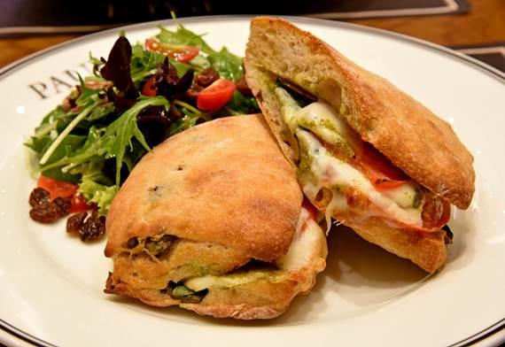 Sandwiches Tomate mozzarella  จากร้าน Paul ชั้น 1 สยามพารากอน