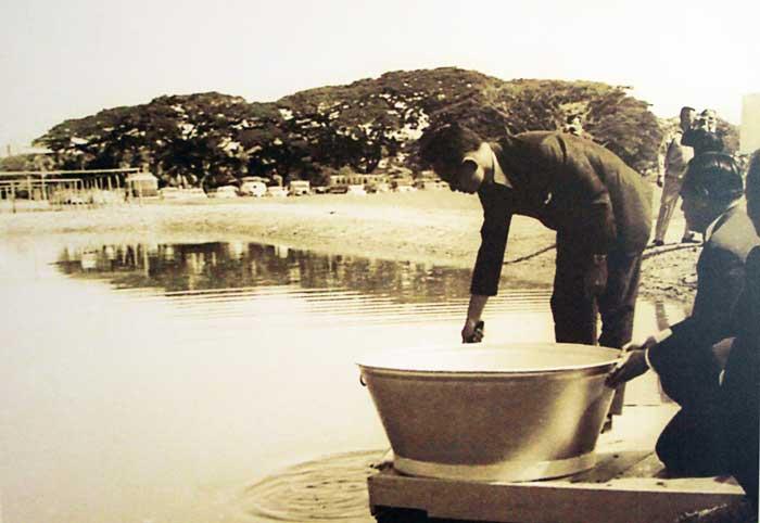 ในหลวง ร.๙ ทรงริเริ่มโครงการเลี้ยงปลาบริเวณโครงการส่วนพระองค์สวนจิตรลดา