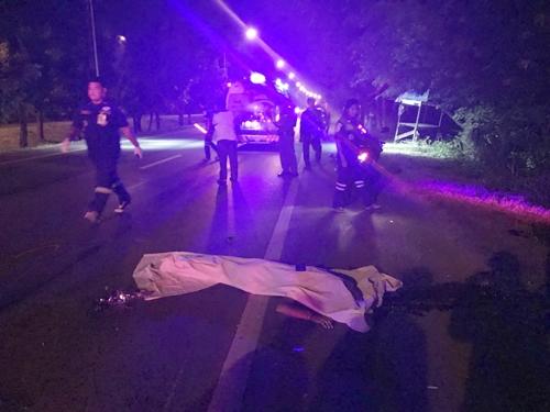 โจ๋กาญจน์รวมกลุ่มแว๊น เจอตำรวจ ย้อนศรหนีถูกรถพ่วงชนดับ