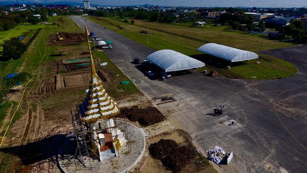พระเมรุมาศจำลอง จ.เชียงราย ตั้งอยู่ภายในสนามบินเก่า ฝูงบิน 416 เขตเทศบาลนครเชียงราย อ.เมือง จ.เชียงราย