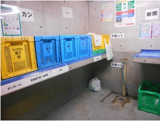 (ตัวอย่างห้องทิ้งขยะภายในตึกของอะพาร์ตเมนต์) ภาพจาก https://resources.realestate.co.jp