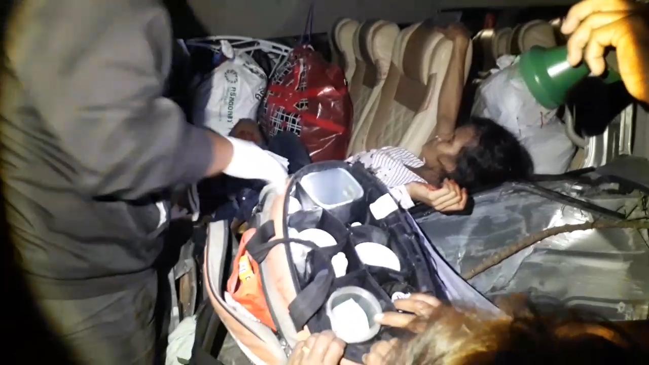 รถตู้ ตม.บรรทุกแรงงานกัมพูชา ชนเสาไฟฟ้าเจ็บ-ตาย