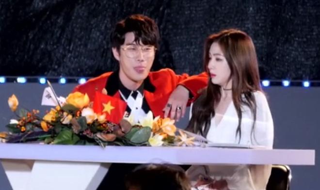 """เป็นกันเองหรือไร้มารยาท!? """"ไอรีน Red Velvet"""" อึ้งเล็กๆ เมื่อ """"ซานอี"""" ทำแบบนี้"""