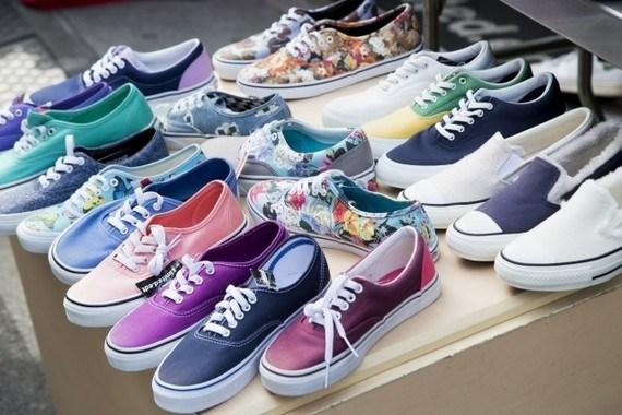 ญี่ปุ่นสนับสนุนให้คนใส่รองเท้าผ้าใบไปทำงานเพื่อส่งเสริมสุขภาพประชาชน