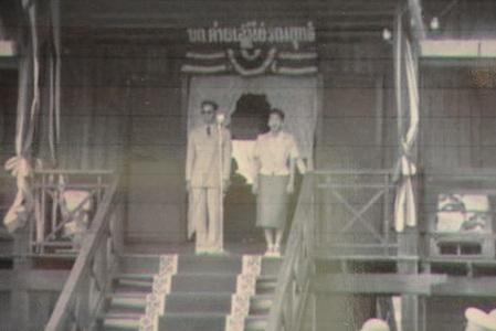 ตชด.24นำนร.นายสิบชมนิทรรศการภาพถ่ายในหลวง ร.9-พระราชินีเสด็จเยี่ยมค่าย 2598