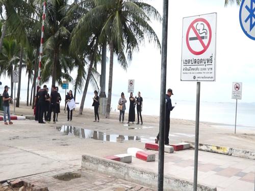 ชายหาดบางแสนนำร่อง Smoging box ห้ามสูบบุหรี่ริมหาด ฝ่าฝืนทั้งจำ-ปรับ