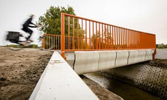 เนเธอร์แลนด์เปิดตัวสะพานคอนกรีตที่ขึ้นรูปด้วยเครื่องพิมพ์สามมิติ