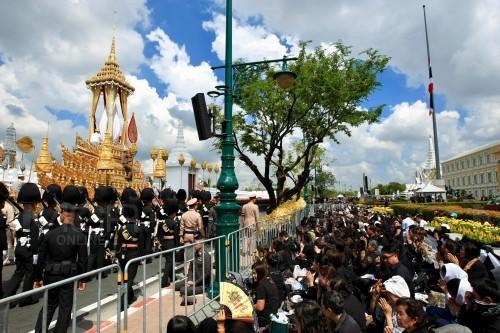 สมเด็จพระเจ้าอยู่หัว โปรดเกล้าฯ เพิ่มพื้นที่ 5 จุด ให้ ประชาชนชมริ้วขบวนพระบรมราชอิสริยยศในวันที่ 26 ต.ค.