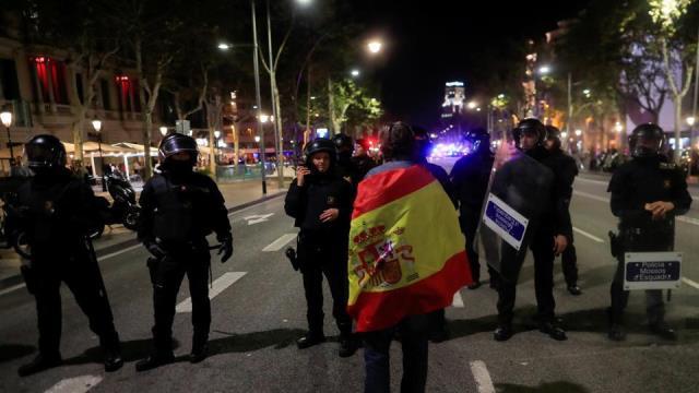 """ตร.คาตาโลเนียประกาศ """"เป็นกลาง"""" หลังสเปนเตรียมยึดอำนาจ"""