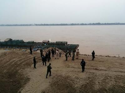 ได้อีก 97 กระสอบ! ทหารพรานยึดกระเทียมเถื่อนคาโกดังริมฝั่งแม่น้ำโขง