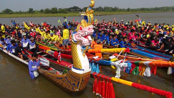 ยิ่งใหญ่ บุรีรัมย์จัดแข่งเรือชิงถ้วยพระราชทาน ชมพิธีเห่เรือ 400 ลำ-ขบวนพาเหรดช้าง เทิดไท้องค์ราชา