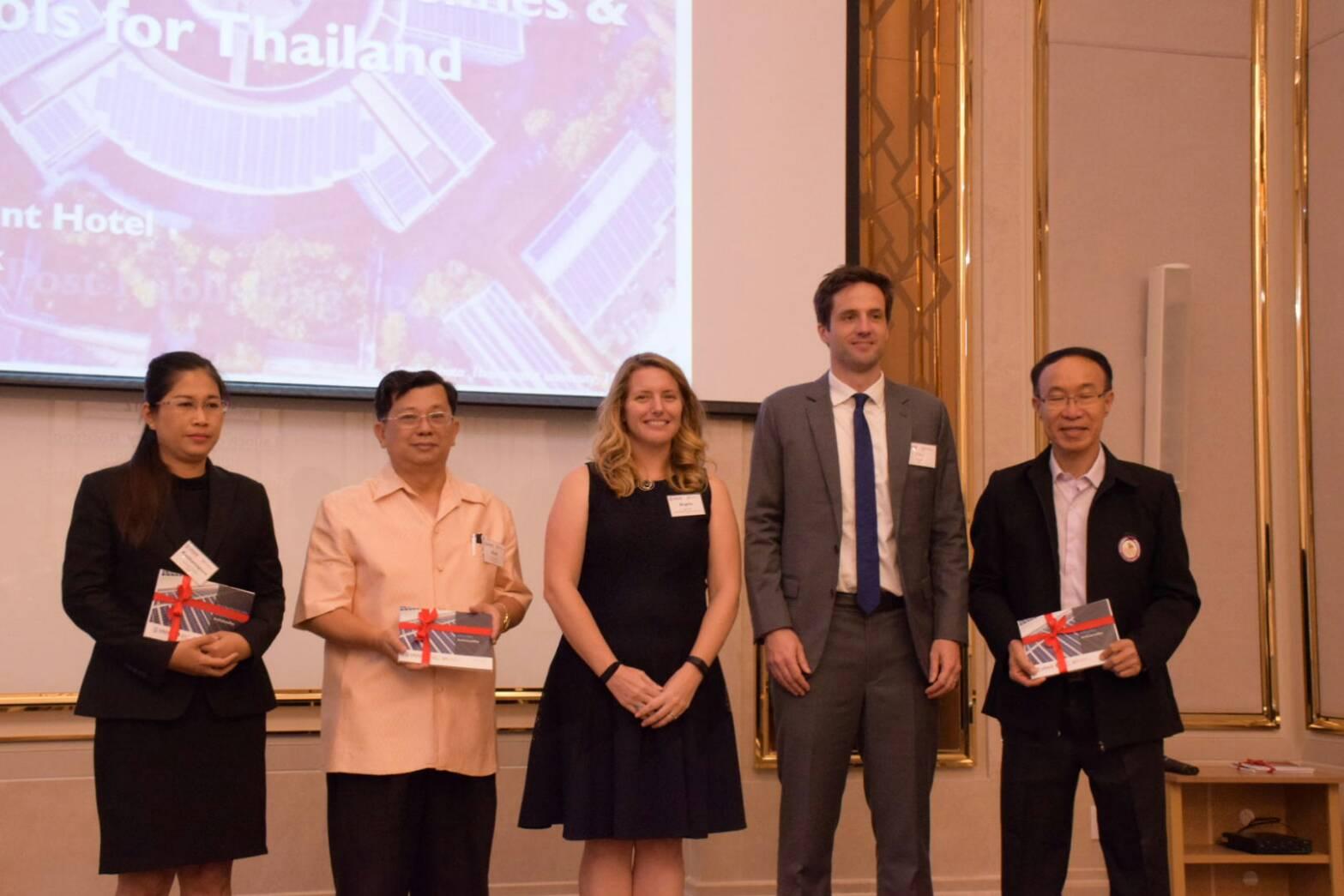 องค์กรความร่วมมือระหว่างประเทศของเยอรมัน (GIZ) ประจำประเทศไทย ร่วมกับองค์การเพื่อการพัฒนาระหว่างประเทศของสหรัฐอเมริกา (USAID) เปิดตัวคู่มือแนวทางการพัฒนาและลงทุนระบบผลิตไฟฟ้าจากพลังงานแสงอาทิตย์ที่ติดตั้งบนหลังคาครั้งแรกในประเทศไทย