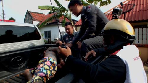 ตร.จันทบุรี รวบหนุ่มเมายาบ้า ทำร้ายแม่ยายและทุบรถของชาวบ้านได้รับความเสียหาย