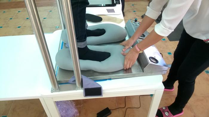 เครื่องขึ้นรูปแผ่นเสริมรองเท้าเพื่อสุขภาพ