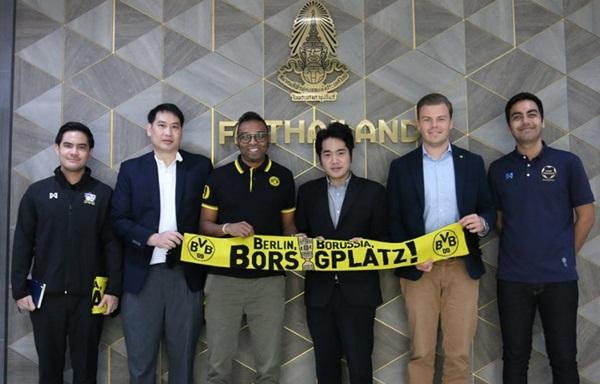 ตัวแทนทีม ดอร์ทมุนด์ พบรองเลขาธิการสมาคมฟุตบอลแห่งประเทศไทย