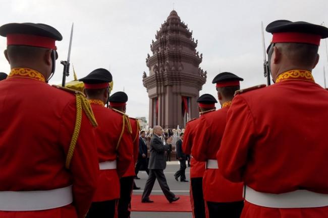 กัมพูชาฉลองครบ 64 ปี ประกาศเอกราชจากฝรั่งเศส