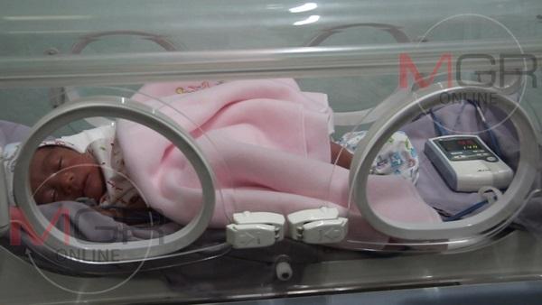 ได้ชื่อแล้ว..ทารกแรกคลอดถูกทิ้งพงหญ้าเมืองเถิน-คนใจบุญขอรับอุปการะทันที 2 ราย