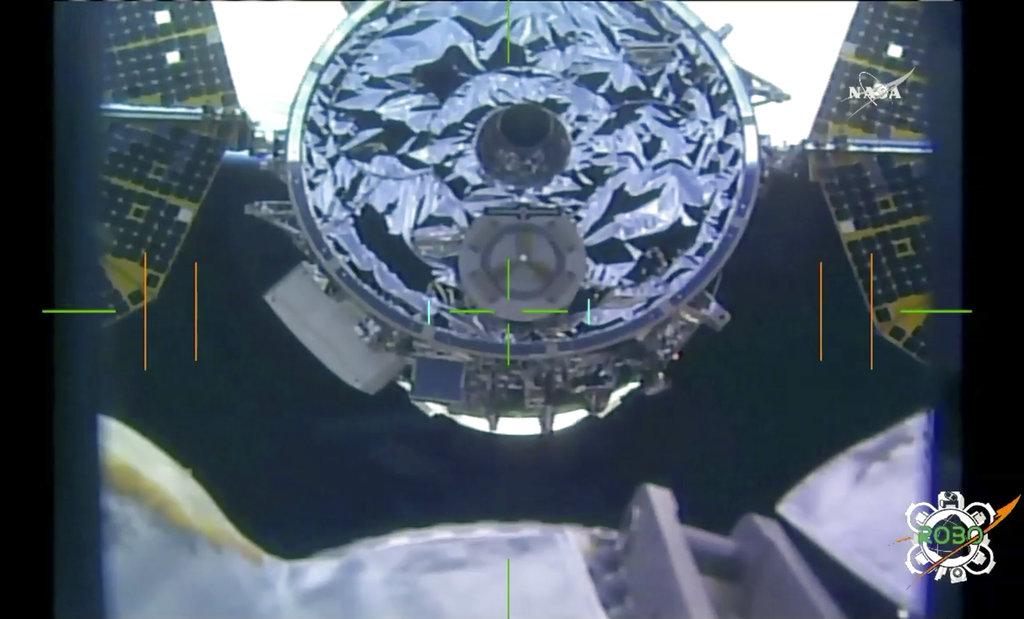 แคปซูลซิกนัสเชื่อมต่อกับสถานีอวกาศนานาชาติ (NASA TV via AP)