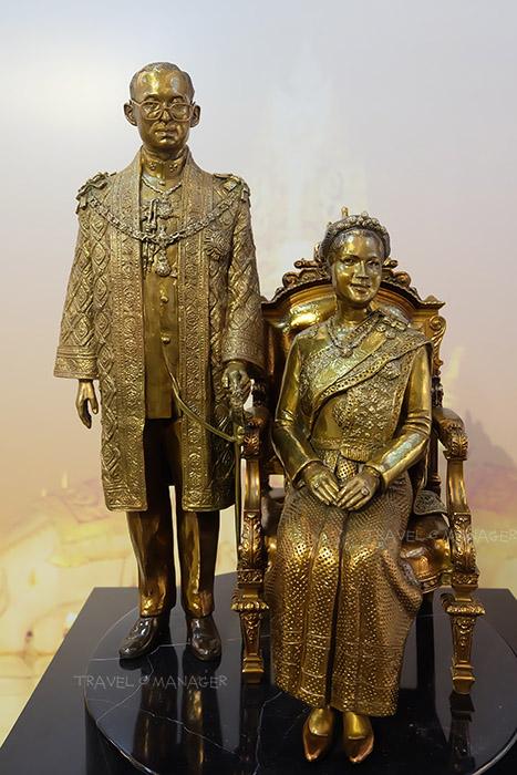 ในหลวงรัชกาลที่๙ และสมเด็จพระนางเจ้าสิริกิติ์ พระบรมราชินีนาถ ในรัชกาลที่ ๙