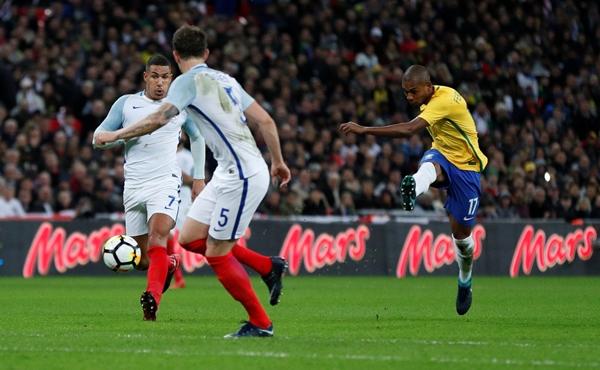 """แซมบ้าเซ็ง """"แฟร์นันดินโญ"""" แม่นเสา เจ๊าอังกฤษ 0-0"""