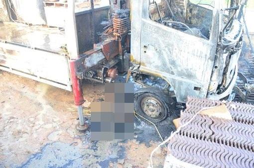สยอง..หนุ่มคนงานบังคับเครนพลาดถูกสายไฟแรงสูง โดนช็อตดับ-ไฟไหม้รถวอดทั้งคัน