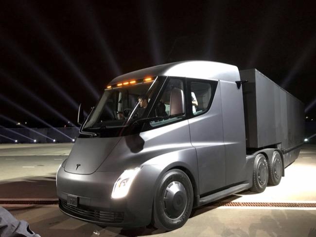 ผู้สนใจในสหรัฐฯและประเทศที่ Tesla ทำตลาดอยู่แล้วสามารถสั่งจองได้ในราคา 5,000 บาท หรือประมาณ 164,300 บาท
