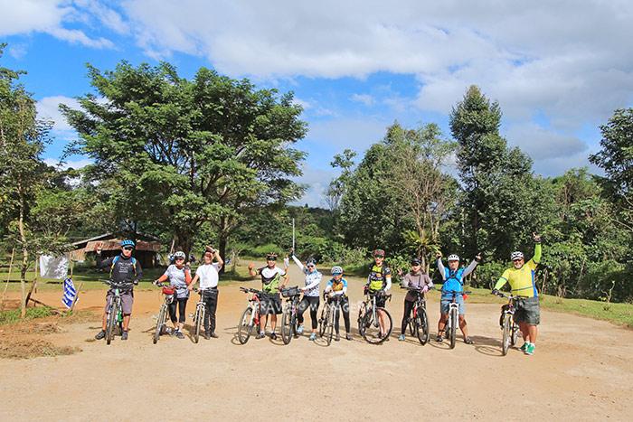 คณะ Octo Cycling Trip พร้อมออกสตาร์ทปั่นจากตาดเยืองสู่ตาดฟาน