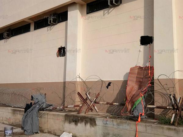 ชาวมุสลิมอุยกูร์เจาะกำแพงห้องกัก ตม.สงขลา หลบหนีได้ 20 ราย