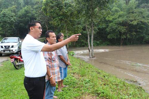 น้ำป่าพัดถล่ม 2หมู่บ้าน อ.ปากท่อ ทำให้บางพื้นที่ถูกตัดขาด