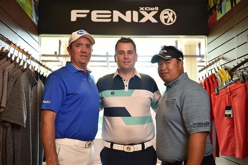 """มร.ไมเคิล มอยร์ (กลาง) กรรมการผู้จัดการ ฟีนิกซ์ เอกซ์เซล ดึงโปรอาร์มและสกอตต์ เฮนด์ นำทีมหวดกอล์ฟเชื่อมสัมพันธ์รูปแบบไรเดอร์ คัพ รายการ """"ฟีนิกซ์ กอล์ฟ ชาลเลนจ์"""""""