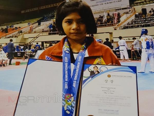 ทึ่ง! นร.หญิงวัย 7 ขวบ ลงแข่งคว้าเหรียญทองเทควันโดที่เกาหลีใต้ ฝันอยากเป็นนักกีฬาทีมชาติ