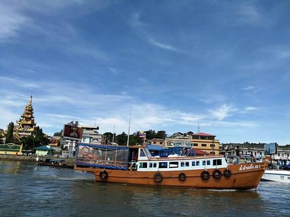 บรรยากาศท่าเรือ เกาะสอง พม่า