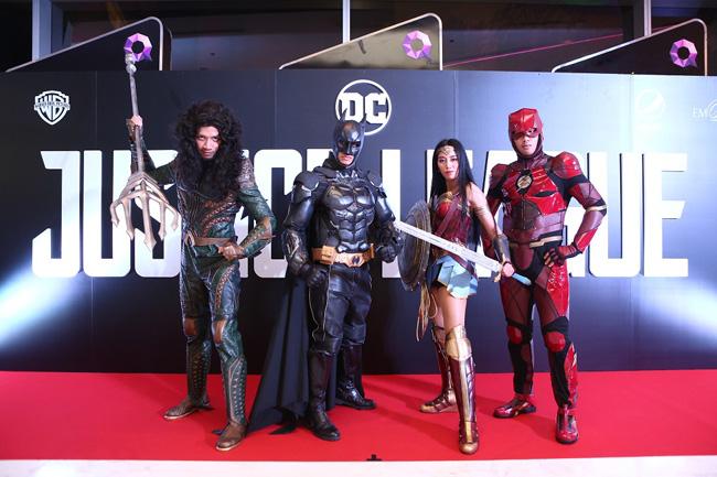 """สุดอลังการเปิดตัวหนัง """"Justice League"""" ดาราพาเหรดร่วมเดินพรมแดง ในงาน """"Thailand Gala Premiere Justice League"""""""