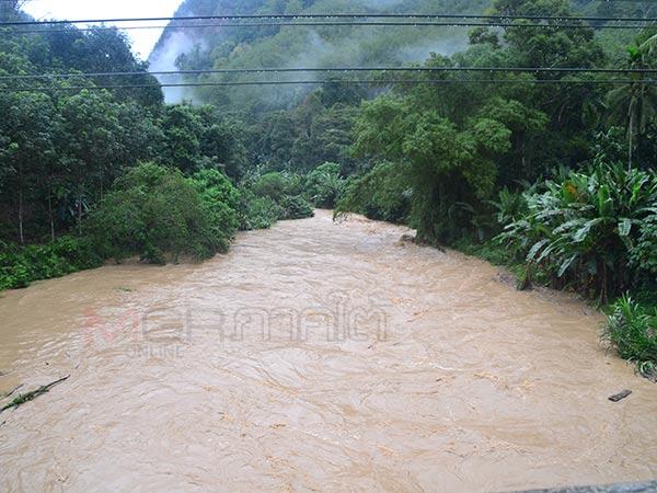 ฝนตกหนักต่อเนื่องใน จ.ยะลา เตือนเฝ้าระวังสถานการณ์น้ำใกล้ชิด