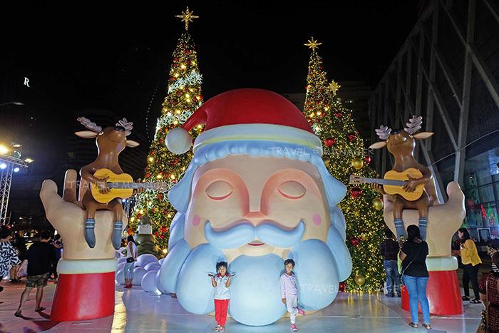 พลาดไม่ได้!! ชมต้นคริสต์มาสยักษ์-ลุงซานต้า ประดับไฟสุดยิ่งใหญ่แห่งปี