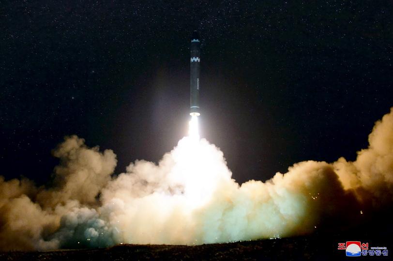 """เกาหลีเหนือจัดพิธีฉลองใหญ่หลังยิง """"ฮวาซอง-15"""" สำเร็จ-ถล่มได้ทั่วอเมริกา"""