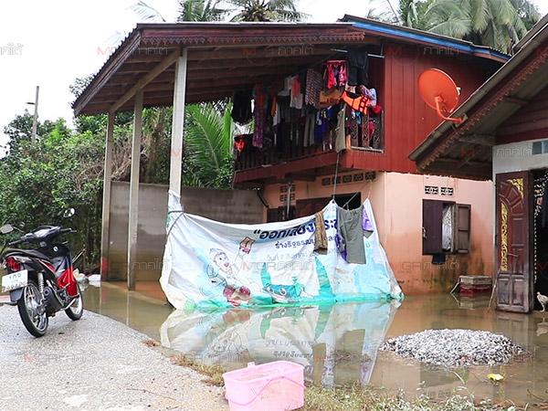 น้ำท่วมยะลาล่าสุดระดับน้ำในหมู่บ้านท้ายเขื่อนชลประทานปัตตานีลดระดับลงแล้ว