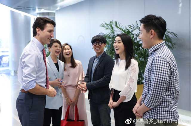 เมื่อวันที่ 4 ธันวาคม ทรูโด ได้มีกำหนดเยือนสำนักงานใหญ่ของซินหล่าง เวยปั๋ว (新浪微博) ไมโครบล็อกสื่อโซเชียลฯ ยักษ์ใหญ่ของจีน เป็นแห่งแรก (ภาพเวยปั๋ว)