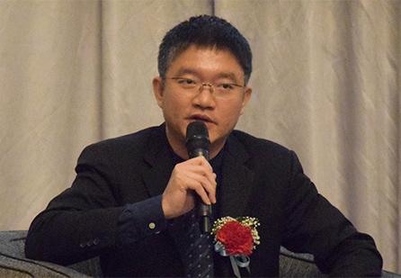 ดร. รุ่งโรจน์ กมลเดชา ผู้อำนวยการด้านอุตสาหกรรม 4.0