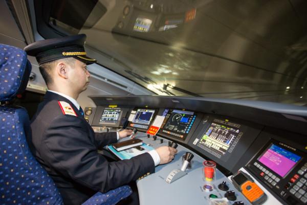 วิ่งแล้ว! ชมภาพรถไฟความเร็วสูงสายซีอัน-เฉิงตูพุ่งทะยาน คาดช่วยกระตุ้นการท่องเที่ยงท้องถิ่น
