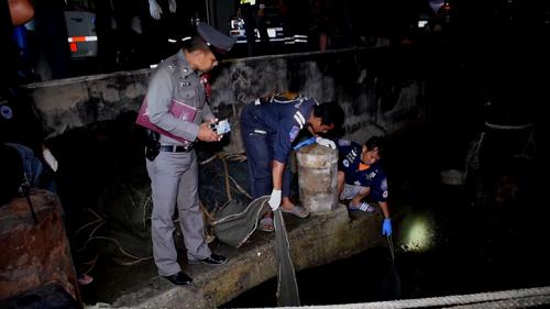 พบศพชายอายุ  14 -18 ปี ลอยน้ำมาติดอวนลากปลาของชาวบ้าน