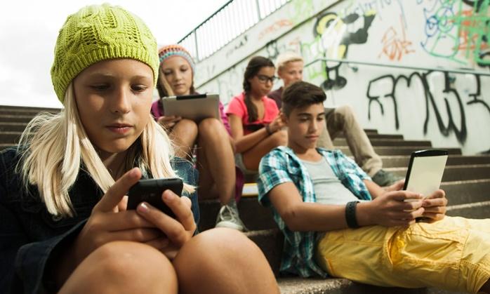"""In Clips :""""ฝรั่งเศส"""" ห้ามนักเรียนใช้ """"โทรศัพท์มือถือ"""" ในโรงเรียนตลอดเวลา เริ่มตั้งแต่กันยาฯปีหน้า"""