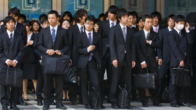 """InClip: สุดอึ้ง!! แบบสำรวจพบ พนักงานออฟฟิศญี่ปุ่น """"รู้สึกผิด"""" ที่ต้องใช้วันหยุด พบเป็นชาติที่ใช้วันพักร้อนน้อยที่สุดในโลก"""
