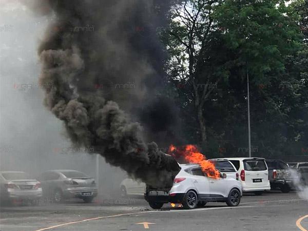 ระทึก! เกิดเหตุไฟไหม้รถยนต์นักท่องเที่ยวมาเลเซียคาด่านพรมแดนสะเดา